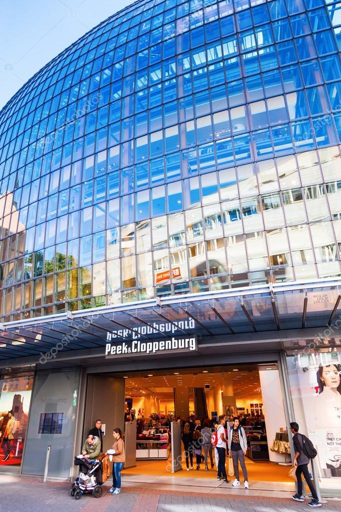 73c872fca0921b Современное здание Peek   Cloppenburg магазин модной одежды в Кельне ...