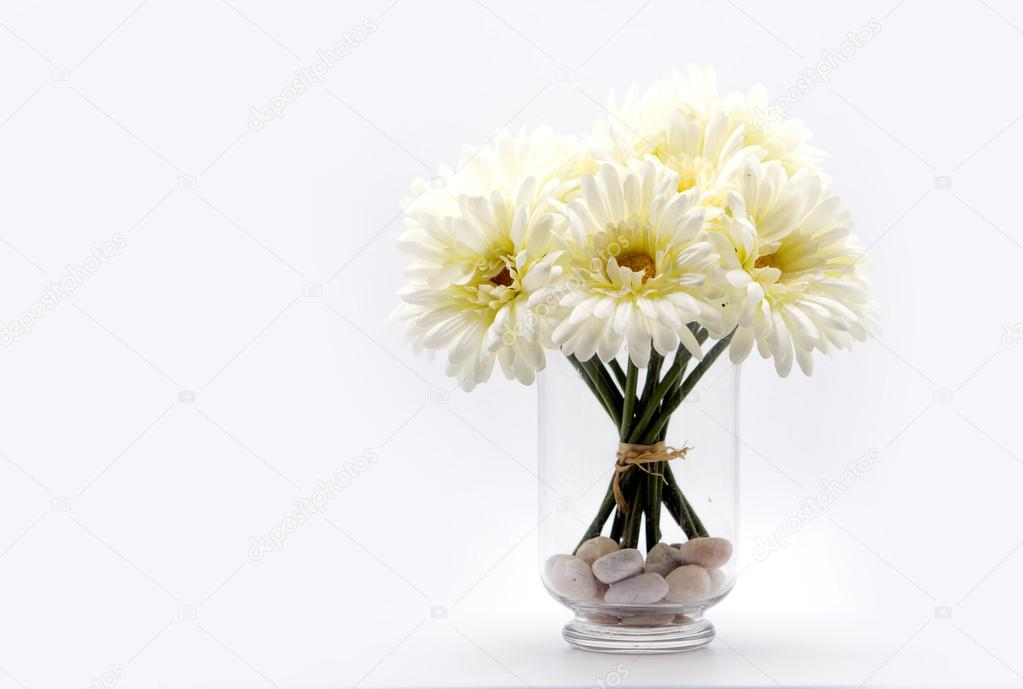 White Daisy Bouquet In Glass Vase Stock Photo Yanukit 102337442
