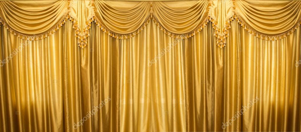 gouden gordijnen op het podium stockfoto
