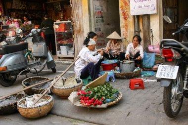 Street vendors stops for the morning tea