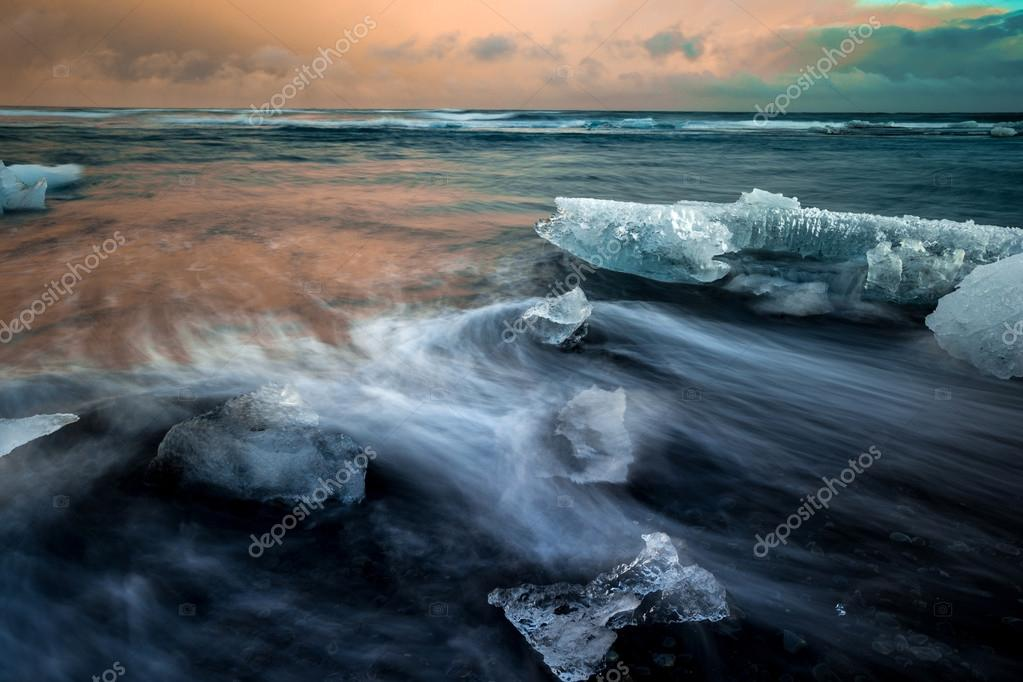 Wave movements around Ice blocks