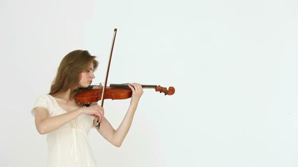 Kaukázusi hegedűművész lány fehér alapon.