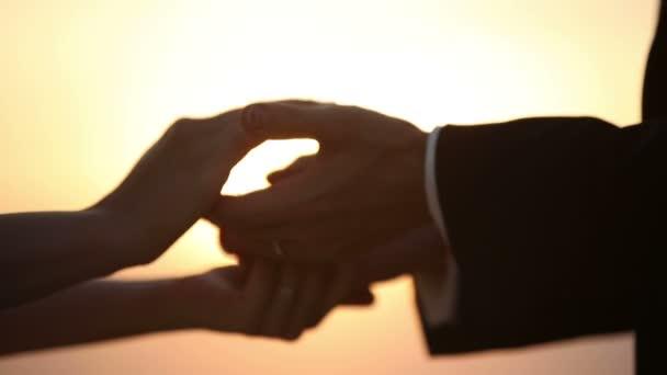Szerelmesek viselni minden más gyűrű, mint egy jelképes-ból szerelem