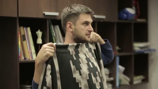 Abbigliamento Ufficio Uomo : Uomo cerca di tessuto per abbigliamento ufficio di progettazione