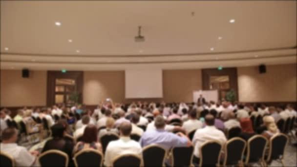 Fotografie Viele Menschen kamen in eine Konferenz oder ein Seminar zusammen. Für Titel der Hintergrund jedoch unscharf