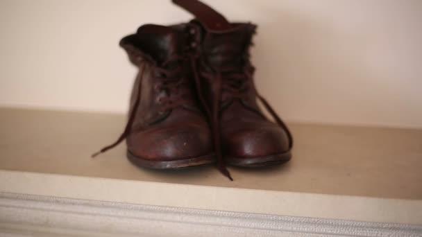 Staré hnědé boty anglický styl