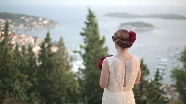 Dospělý pár obdivovat krásný výhled na moře