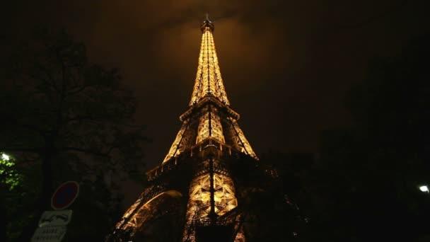 Eiffelova věž v Paříži Francie v noci