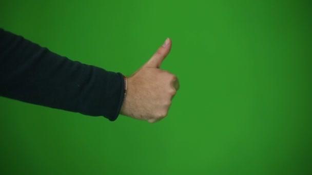 Ruce ukazují palec. Zelený klíč