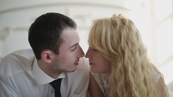 Сексуальные поцелуи в движении