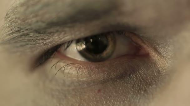 Oko pohanského člověka. Zavřete makro objektiv