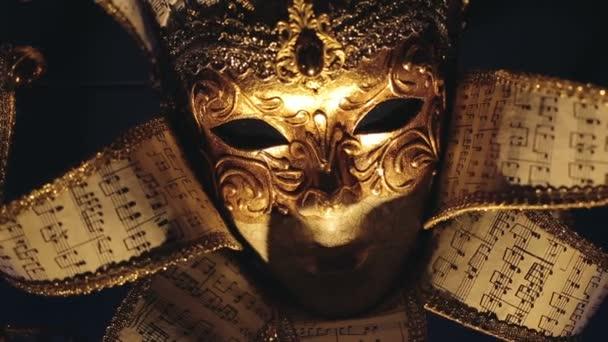 Nahaufnahme einer eleganten venezianischen Karnevalsmaske