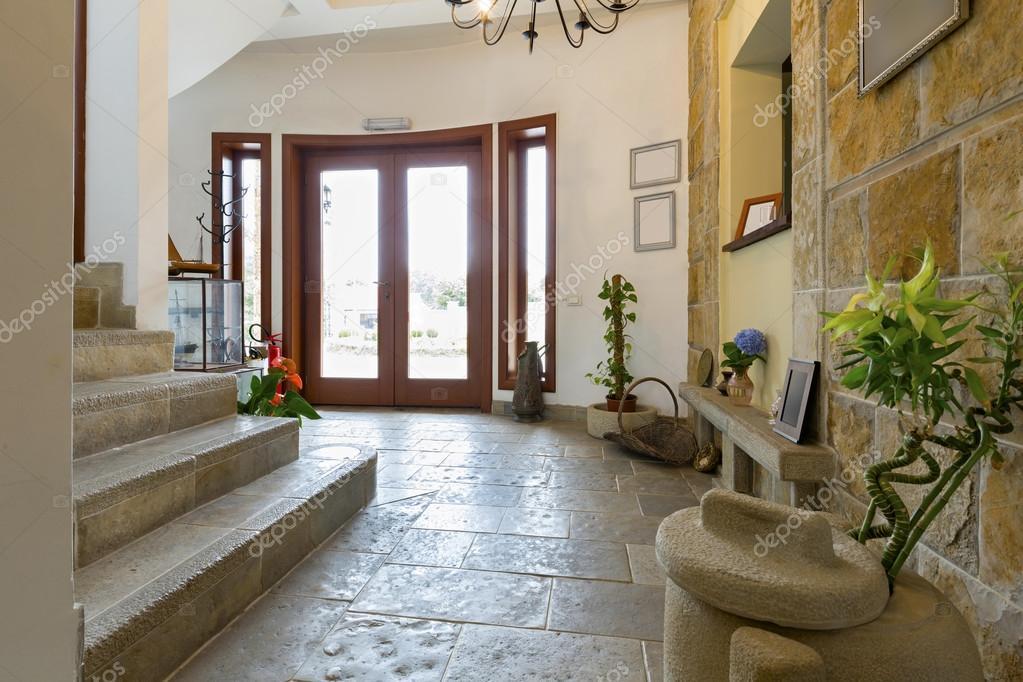 hall d 39 entr e d 39 une villa de luxe photographie rilueda 102845606
