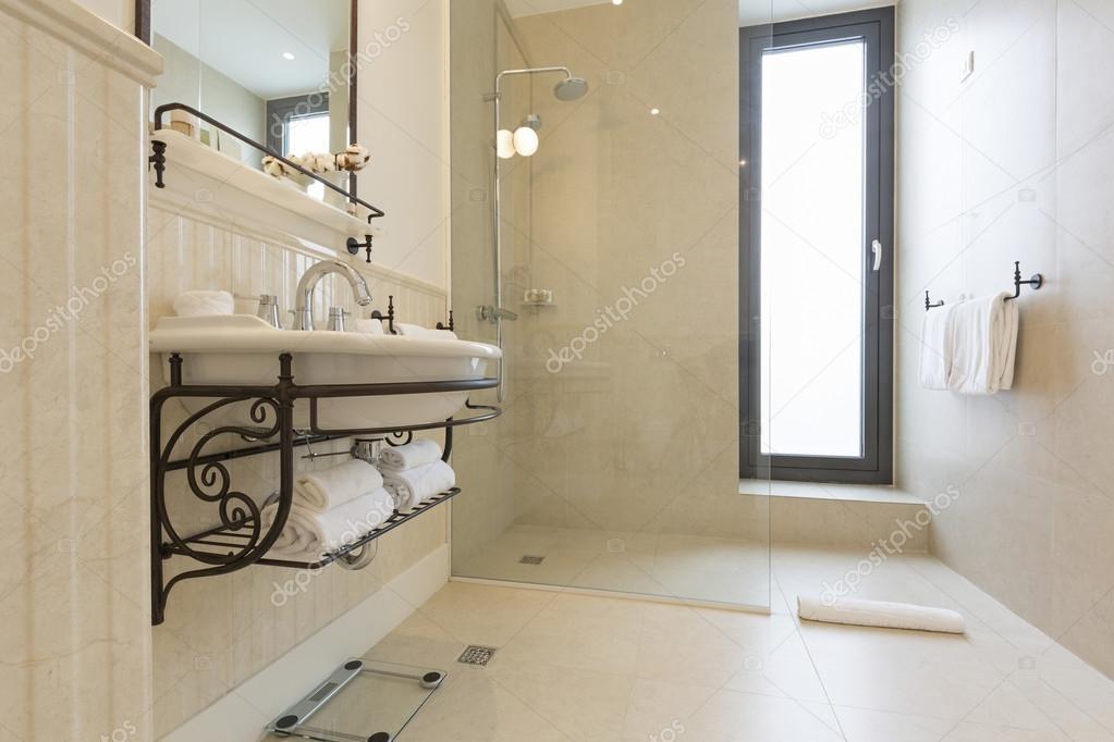 Moderna casa de banho com cabine de duche fotografias de for Casa moderna bagni