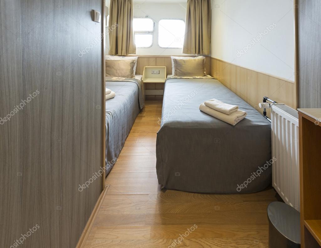 d'une chambre cabine sur croisière bateau-hôtel — photo #113931226