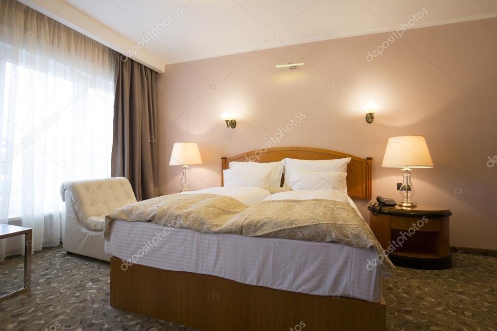 Slaapkamer Hotel Stijl : Klassieke stijl hotel slaapkamer interieur u2014 stockfoto © rilueda