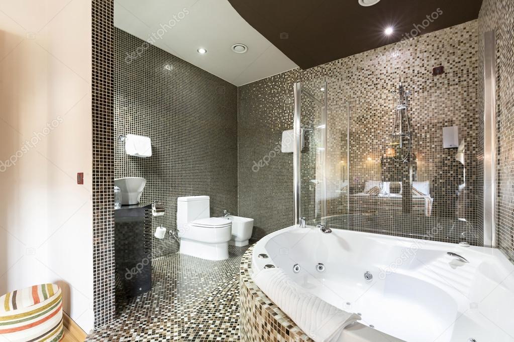 Bagno Moderno Con Vasca Da Bagno : Bagno moderno con vasca idromassaggio u2014 foto stock © rilueda #116592138