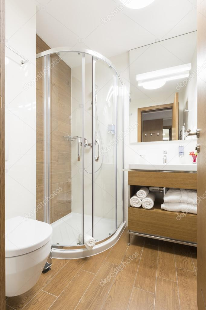 Cuarto de baño con cabina de ducha — Fotos de Stock © rilueda #117182488