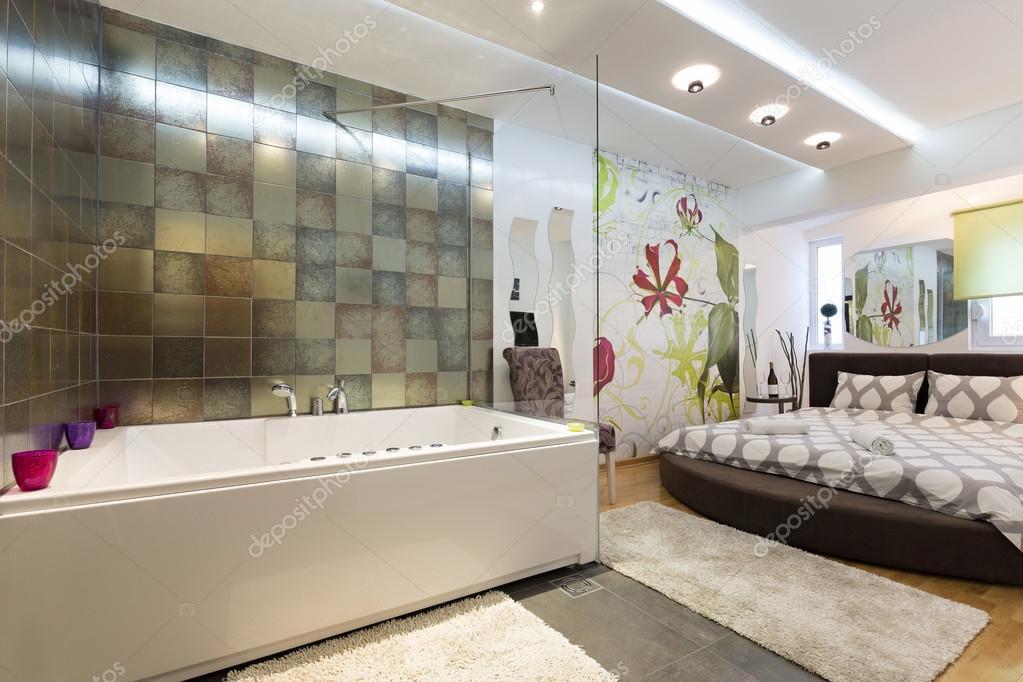 Quarto De Hotel Com Banheira De Hidromassagem Fotografias De Stock Rilueda 118245226