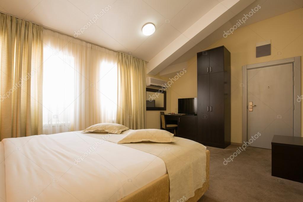 Moderne, elegante Hotel Schlafzimmer Innenraum — Stockfoto © rilueda ...