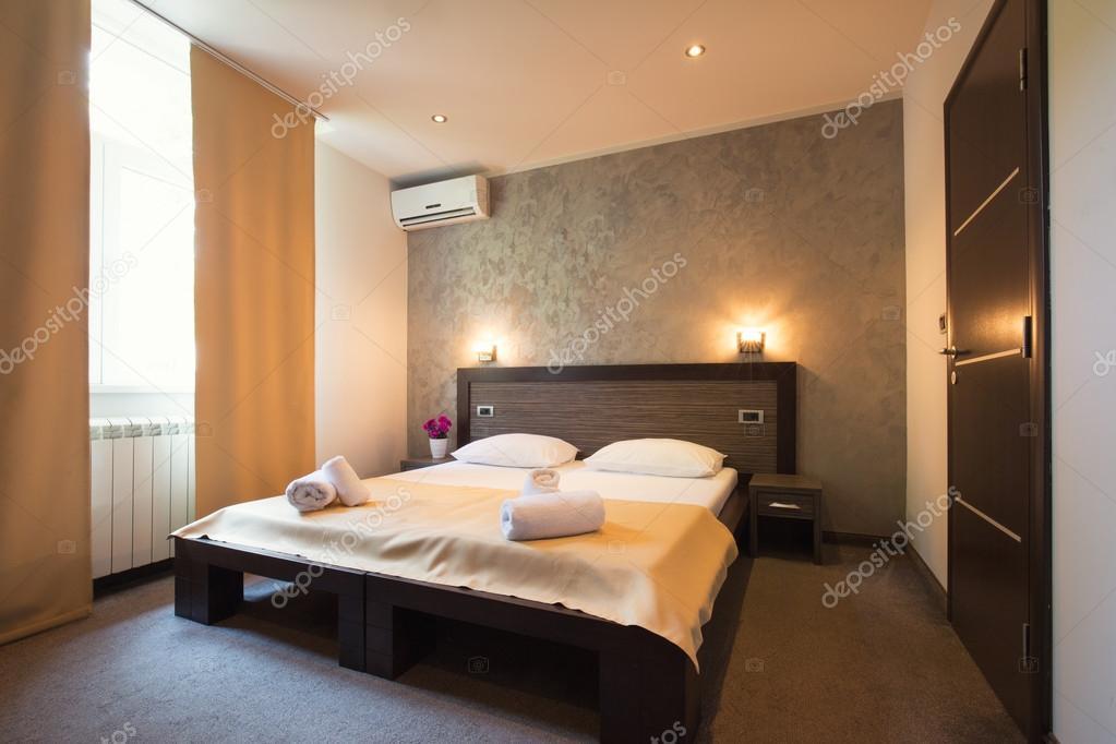 Interno camera da letto moderna bellissimo hotel — Foto Stock ...