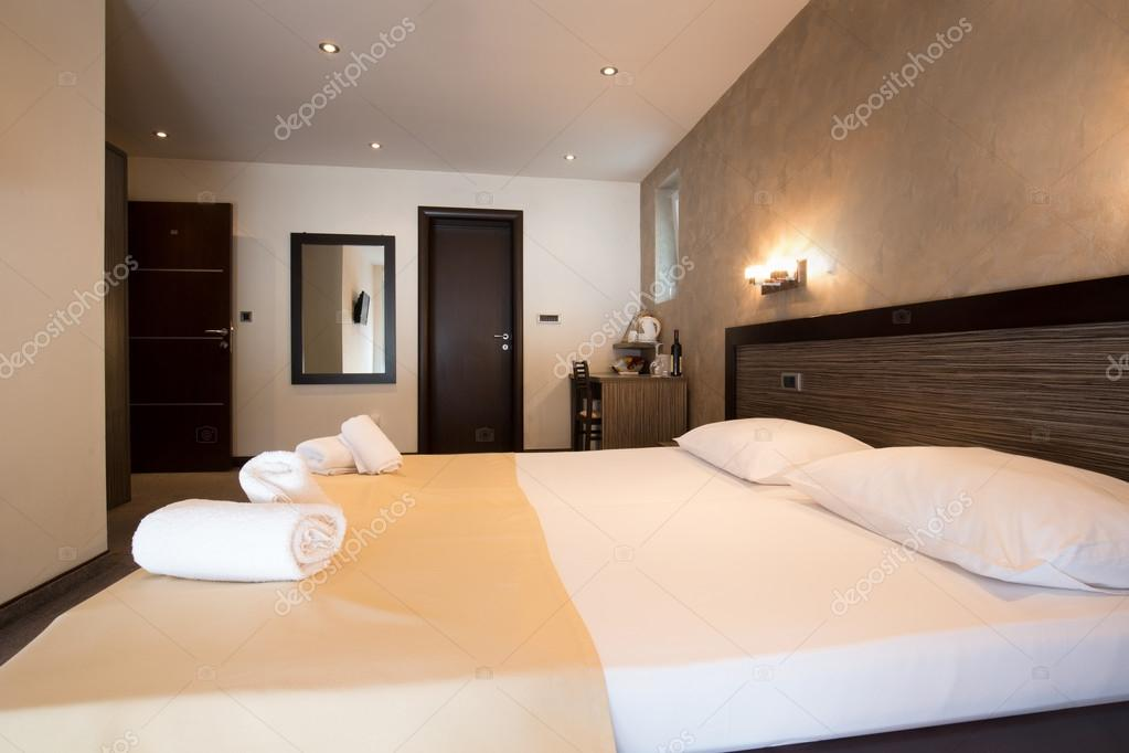 Modern mooi hotel slaapkamer interieur — Stockfoto © rilueda #119958804