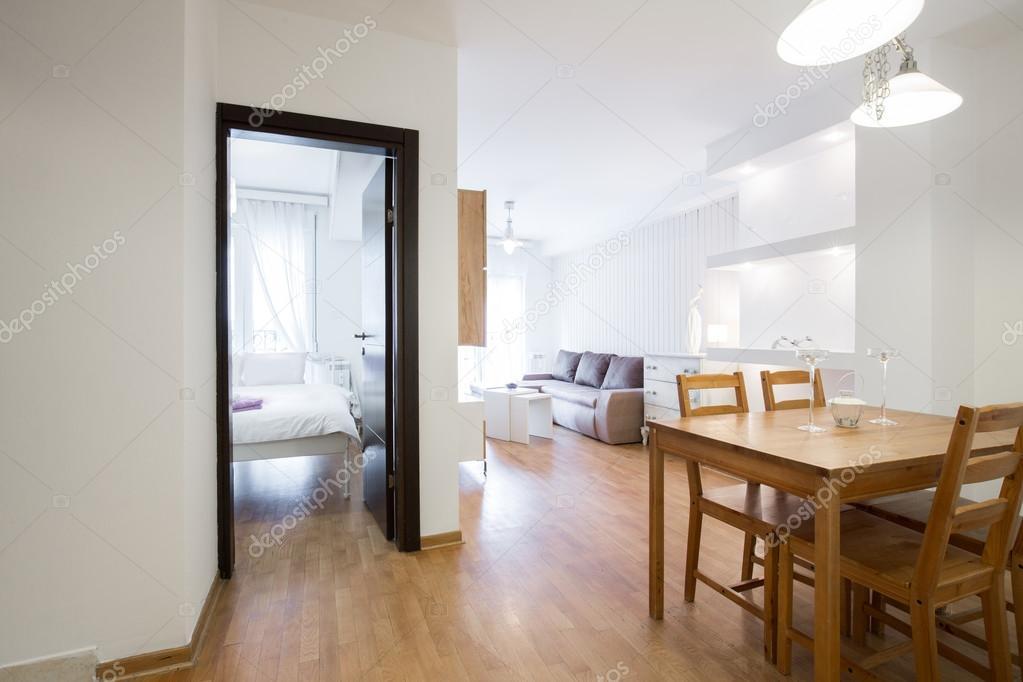 Eetkamer in een modern appartement — Stockfoto © rilueda #123489478