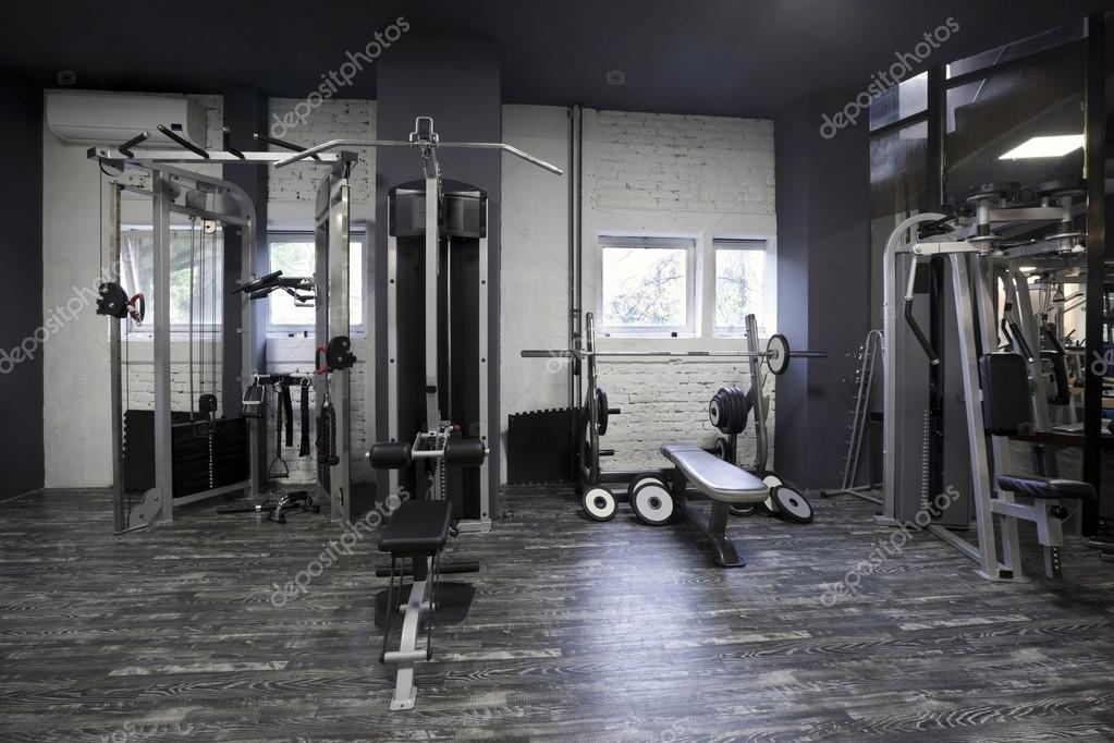 musculation dans une salle de sport photographie rilueda 53815625. Black Bedroom Furniture Sets. Home Design Ideas