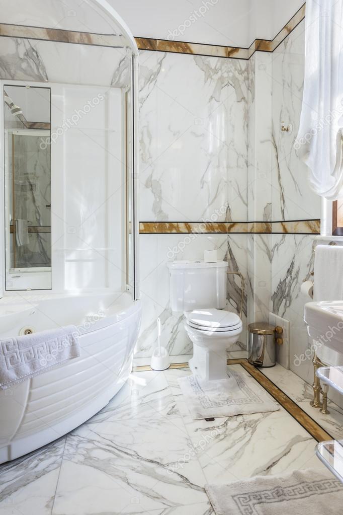 Luksusowa łazienka Z Marmuru Zdjęcie Stockowe Rilueda