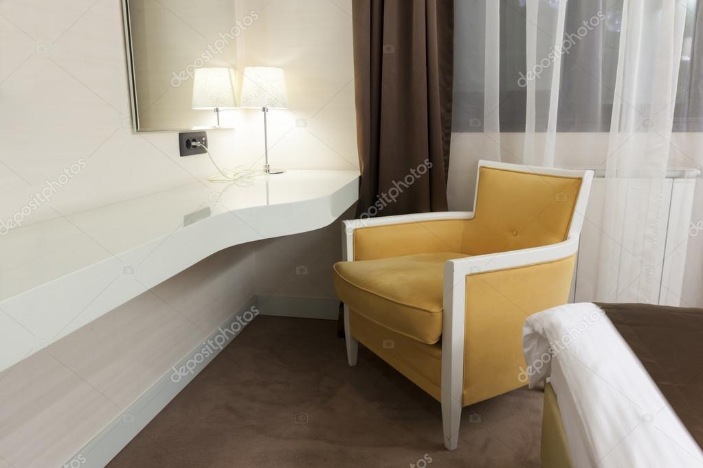Muur Bureau en fauteuil in slaapkamer — Stockfoto © rilueda #55374999