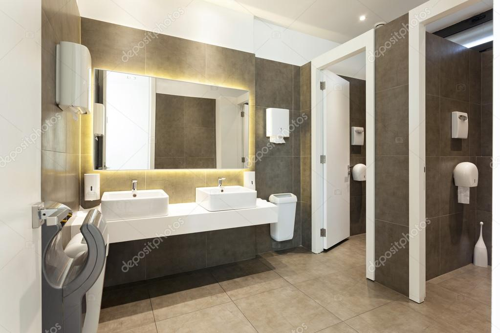 https://st2.depositphotos.com/3386033/7203/i/950/depositphotos_72035267-stock-photo-modern-public-restroom-interior.jpg