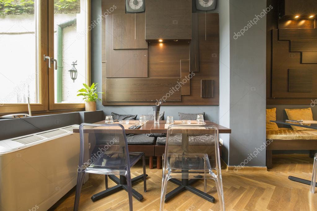 https://st2.depositphotos.com/3386033/7409/i/950/depositphotos_74099123-stockafbeelding-modern-aziatisch-restaurant-interieur.jpg
