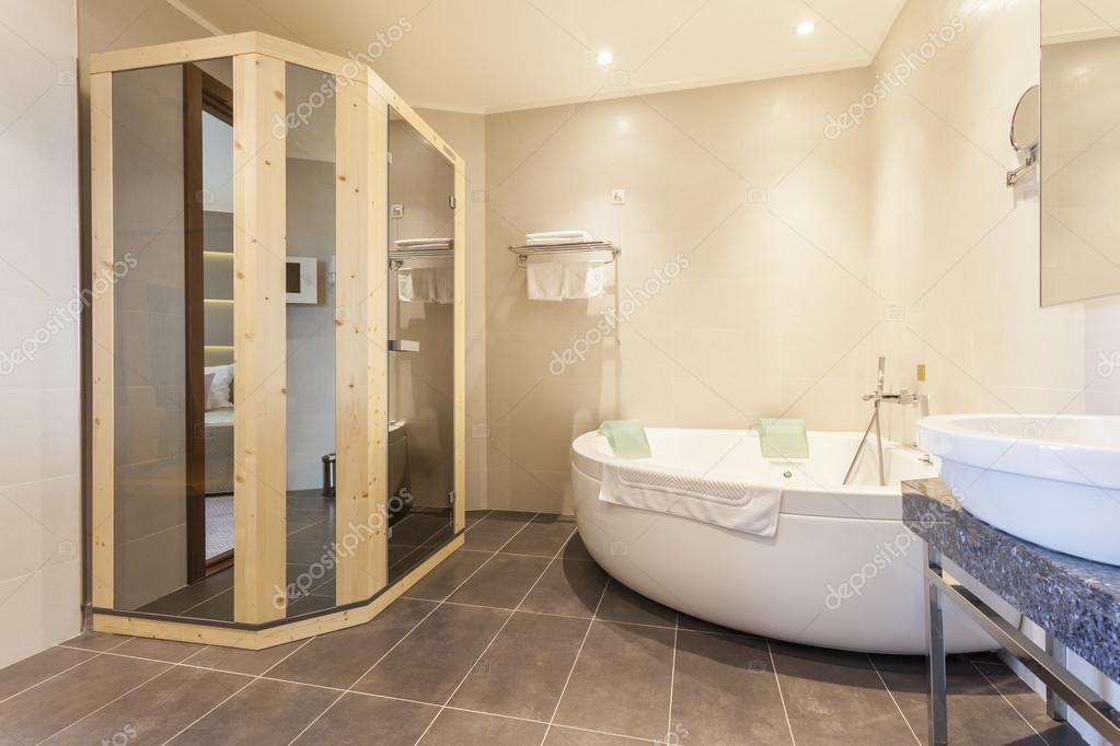 Innenraum über ein Badezimmer mit sauna — Stockfoto ...