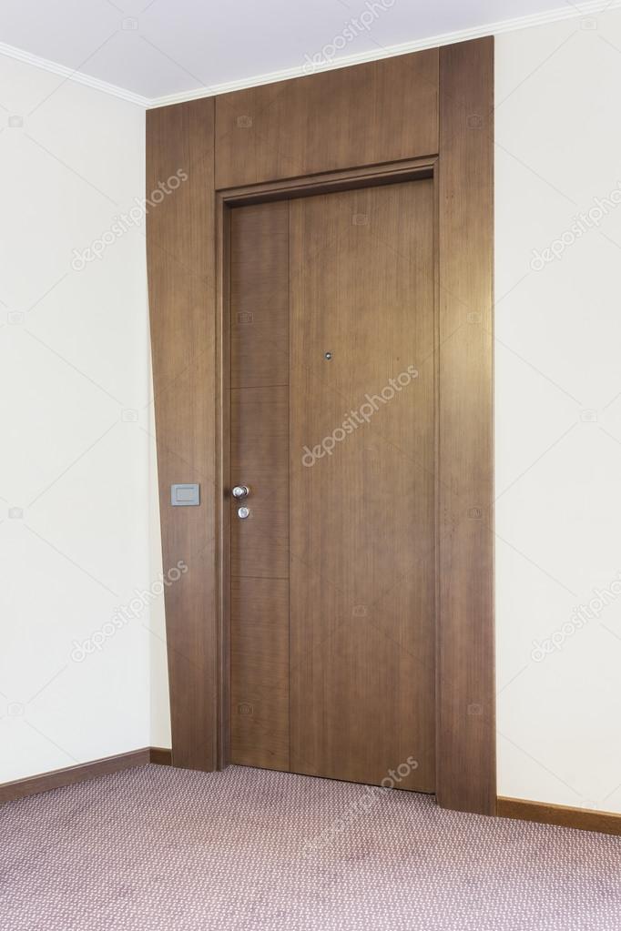 Tür mit modernen Türzarge — Stockfoto © rilueda #78110066