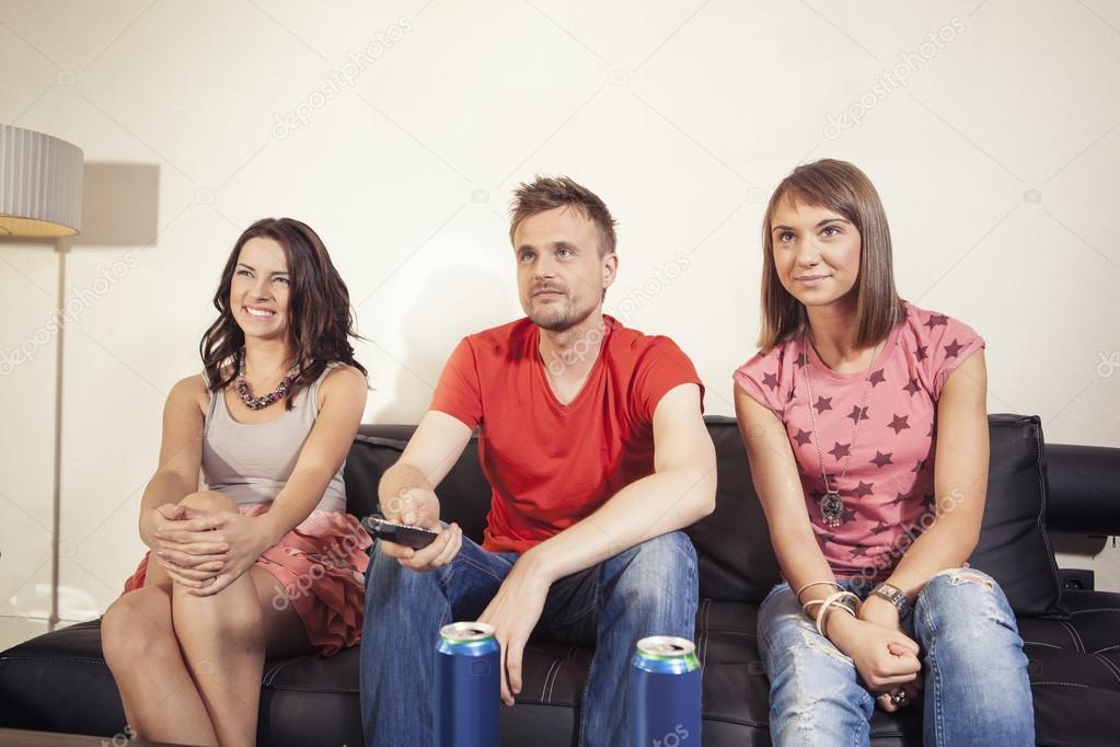 Две женщины и один мужчина порно фото