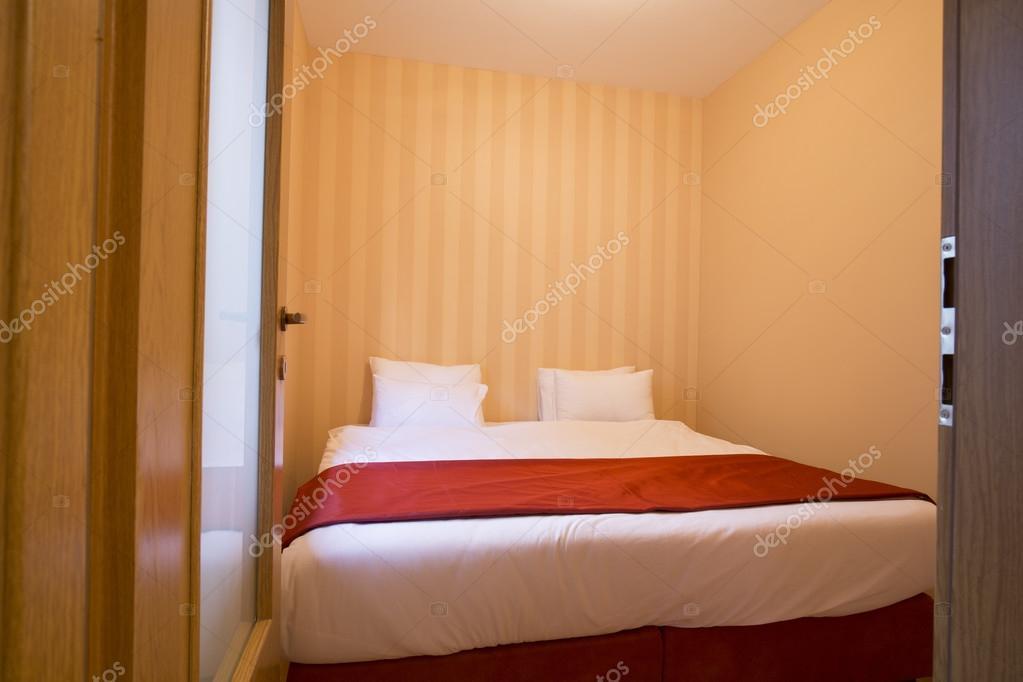 Mała Sypialnia Jasna Zdjęcie Stockowe Rilueda 79402532