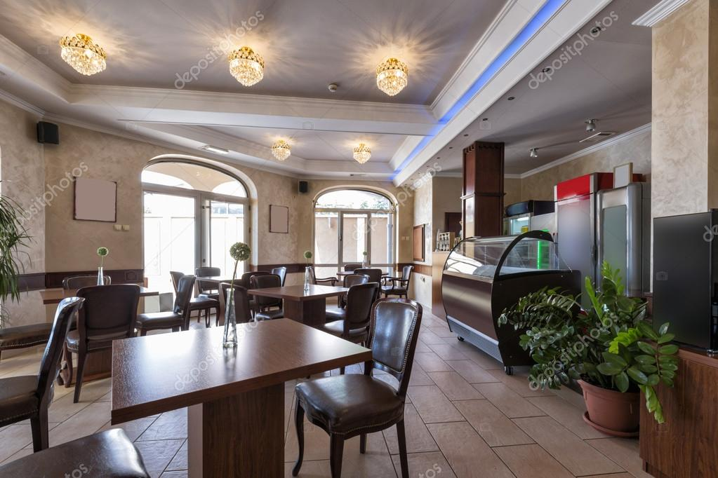 Interieur Klassieke Stijl : Interieur in klassieke stijl café u stockfoto rilueda