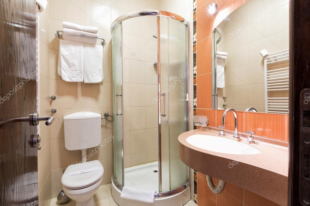 우아한 호텔 욕실 인테리어 — 스톡 사진 © rilueda #93298508