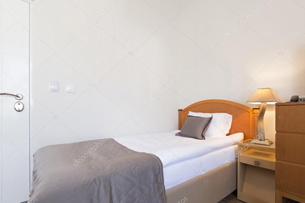 Interno di una camera di albergo di letto singolo foto stock rilueda 99354048 - Camera letto singolo ...