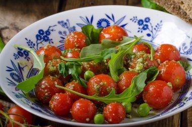 Salad of arugula and cherry tomatoes