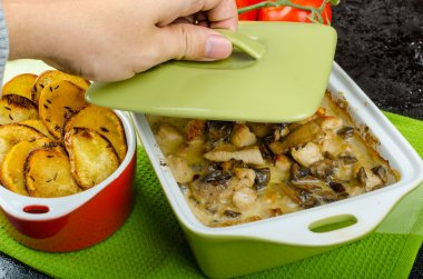 Baked chicken with mushrooms and cream