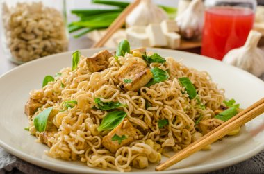 Chinese noodles with tofu and cashew nuts