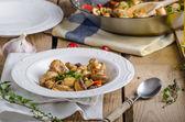 Čerstvé houby salát s chilli a byliny