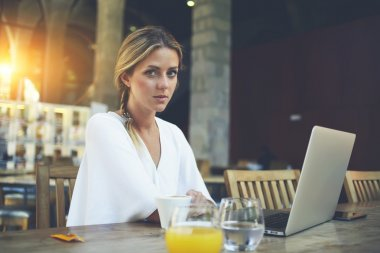 Young business woman working on laptop