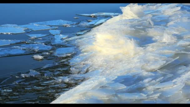 Schwimmende Eis am Fluss, Winterlandschaft