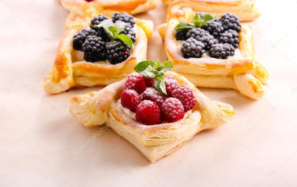 Blatterteig Kuchen Mit Creme Fullung Stockfoto C Manyakotic 117483030