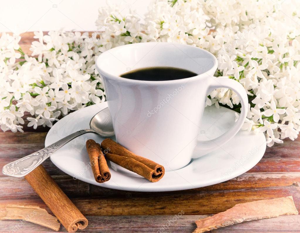 Tasse Kaffee, weißem Flieder — Stockfoto © arcadi1962 #110088242