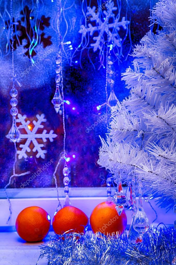 Christmas tree, tangerine wallpaper.