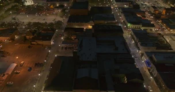 Mobil Alabama Aerial v27 Birdseye kilátás repül körül Dauphin utcában, panning up, hogy felfedje belvárosában városkép és folyó - DJI Inspire 2, X7, 6k - Március 2020