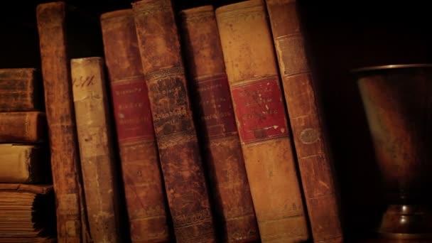 staré knihy.